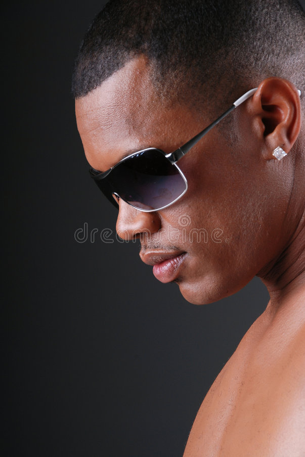 Uomo sexy dell'afroamericano. immagini stock