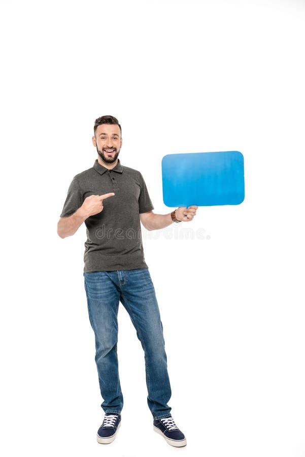 uomo sorridente che indica al fumetto in bianco a disposizione fotografia stock libera da diritti