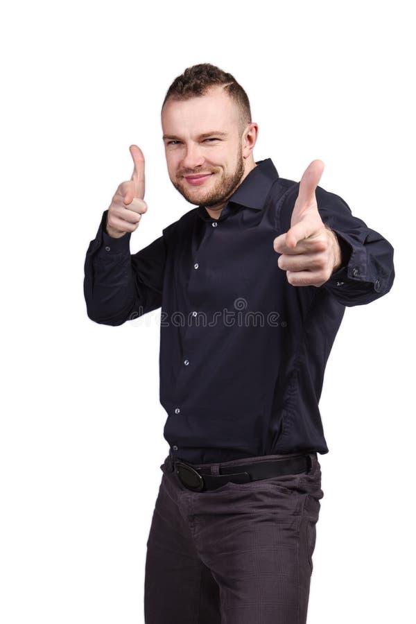 Uomo sorridente che mostra i pollici su fotografia stock libera da diritti