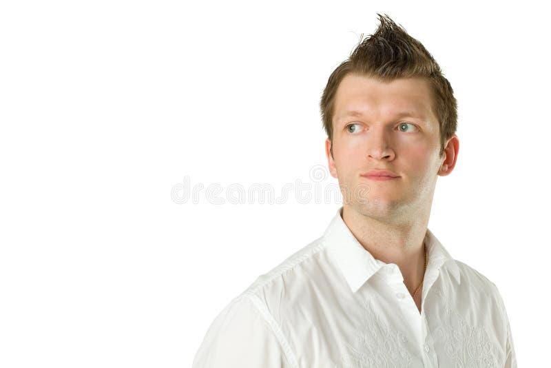 Uomo sorridente che osserva in su fotografia stock
