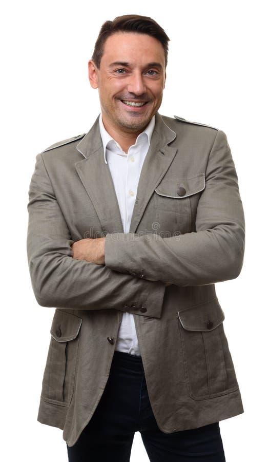 Uomo sorridente felice in rivestimento alla moda fotografia stock libera da diritti