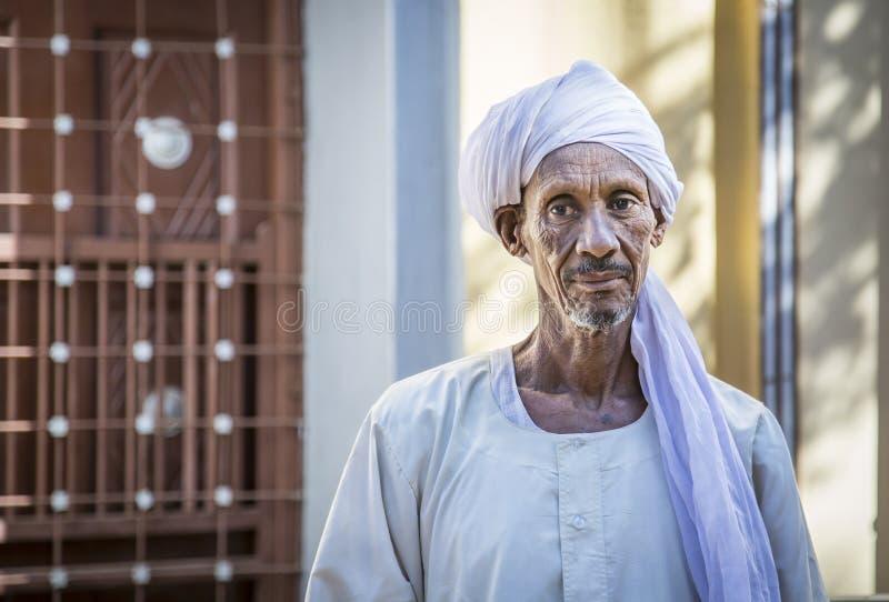 Uomo sudanese che sorride per una macchina fotografica fotografia stock
