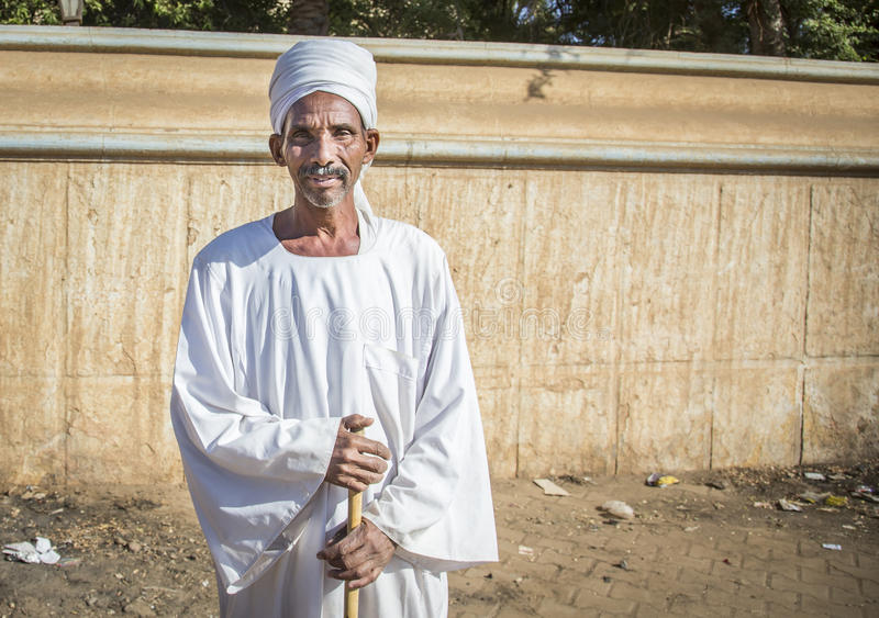 Uomo sudanese che sorride per una macchina fotografica immagini stock