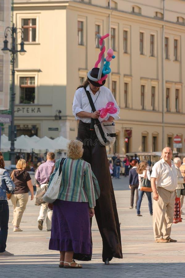 Uomo sugli Stilts immagine stock