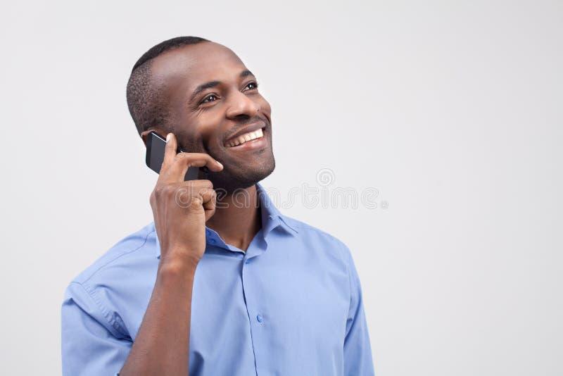 Uomo sul telefono. fotografia stock