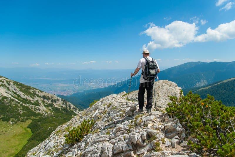 Uomo sulla montagna Pirin fotografia stock libera da diritti