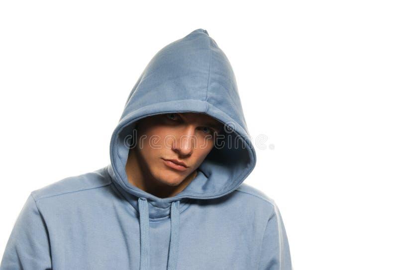 Uomo in un cappuccio immagine stock