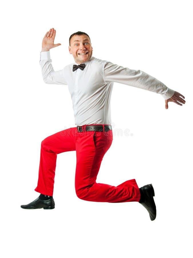 Uomo in vestiti eleganti che saltano su fotografie stock libere da diritti