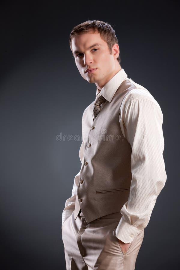Uomo in vestito alla moda immagini stock libere da diritti