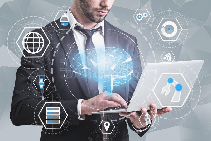Uomo in vestito con il computer portatile, interfaccia di AI illustrazione di stock