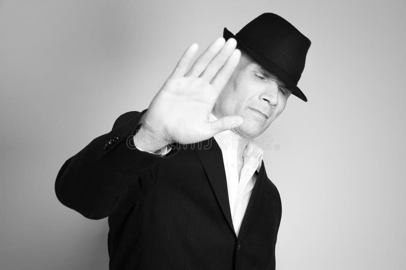 Uomo in vestito e black hat immagine stock libera da diritti