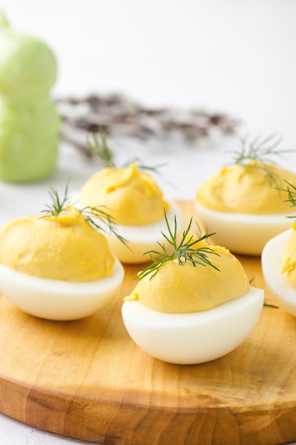 Uova deviled cremose, aperitivo della cena di Pasqua fotografia stock