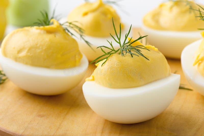 Uova deviled cremose, aperitivo della cena di Pasqua immagini stock libere da diritti