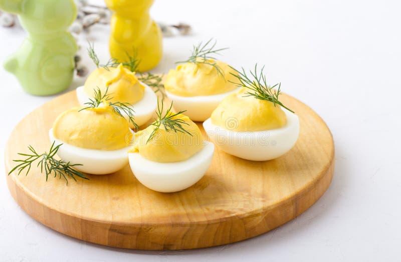 Uova deviled cremose, aperitivo della cena di Pasqua fotografia stock libera da diritti