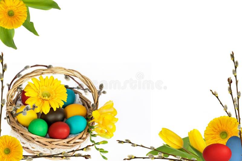 Uova di Pasqua Con i fiori fotografie stock libere da diritti