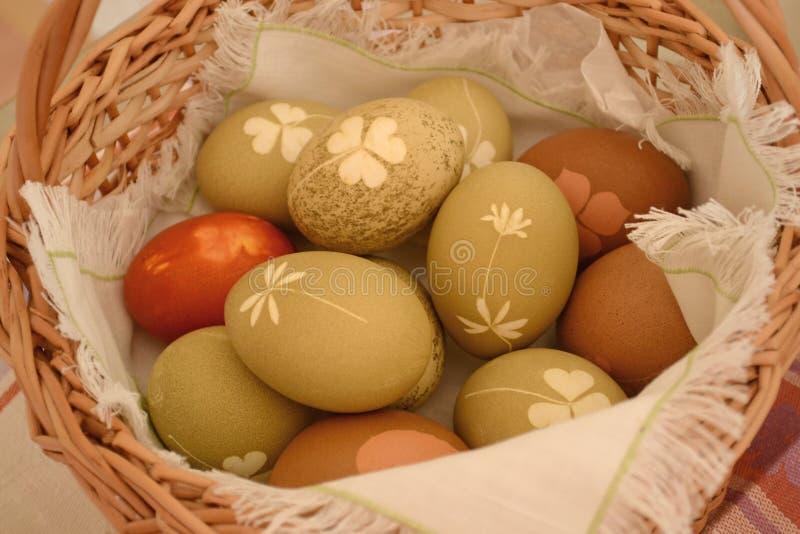 Uova di Pasqua con un bello modello fotografia stock