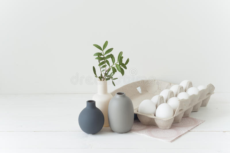 Uova di Pasqua e vazes immagine stock libera da diritti