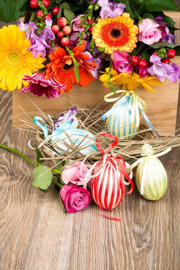 Uova di Pasqua Nella casella fotografia stock libera da diritti
