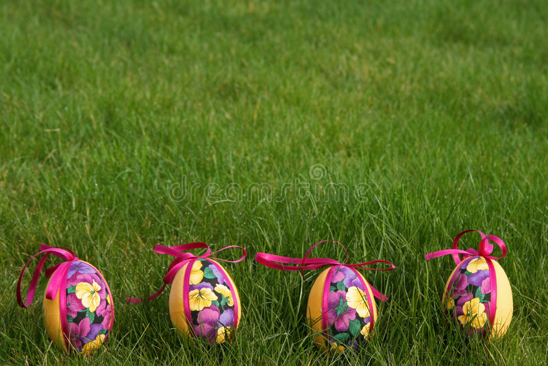 Uova di Pasqua In prato immagine stock libera da diritti
