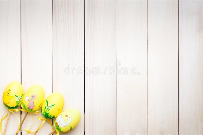 Uova di Pasqua su un bastone immagine stock libera da diritti