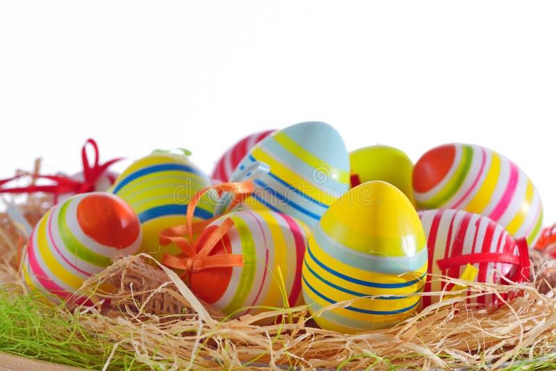 Uova di Pasqua variopinte isolate fotografia stock