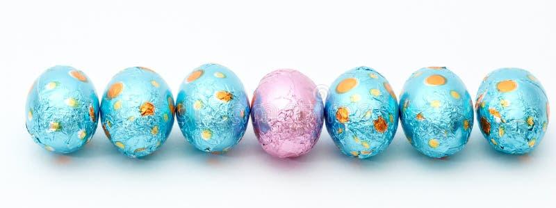 Uova di Pasqua Variopinte su bianco immagini stock libere da diritti