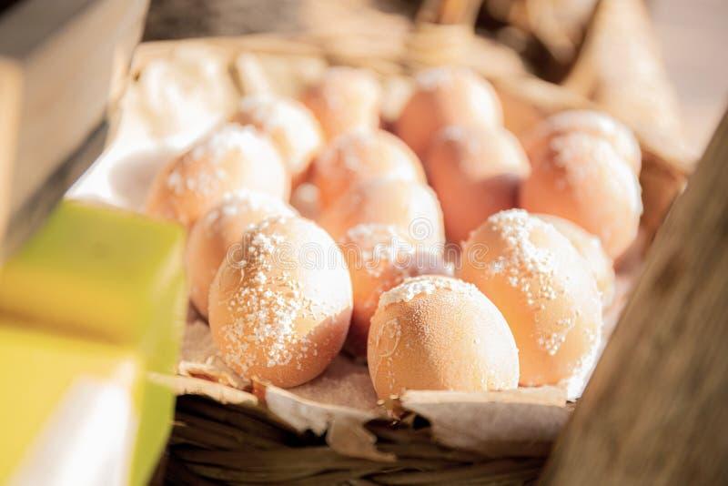 Uova di sale sulla piastrina fotografia stock