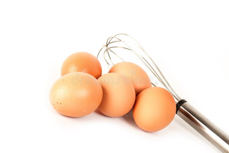 Uova e battitore della mano immagine stock libera da diritti