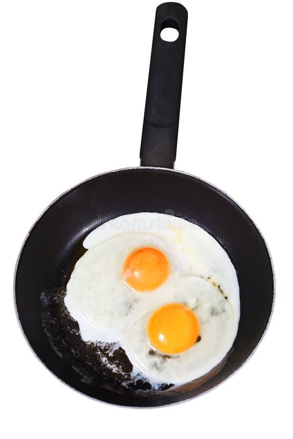 Uova fritte in padella isolata su bianco fotografie stock libere da diritti