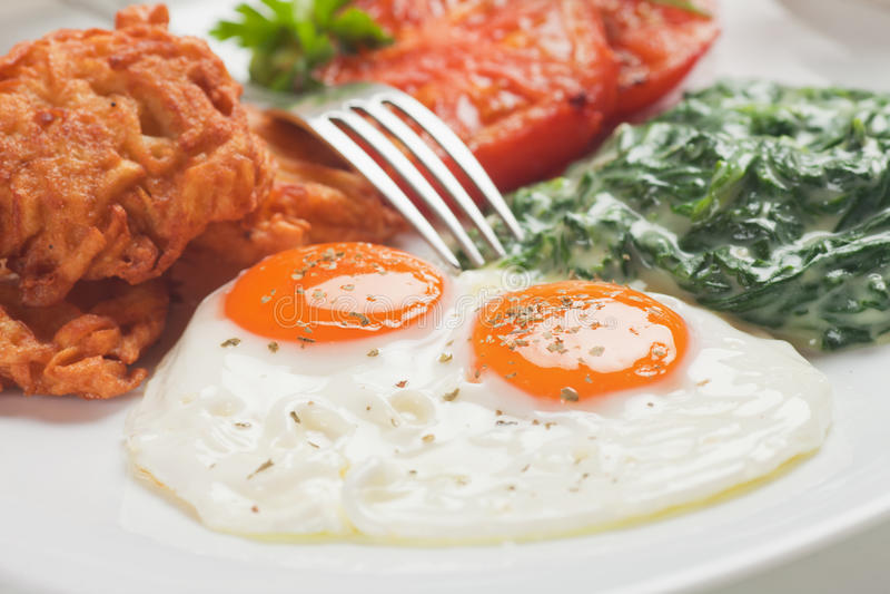 Uova fritte per la prima colazione fotografie stock libere da diritti