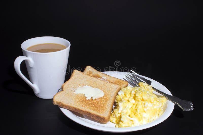 Uova, pane tostato e caffè immagini stock