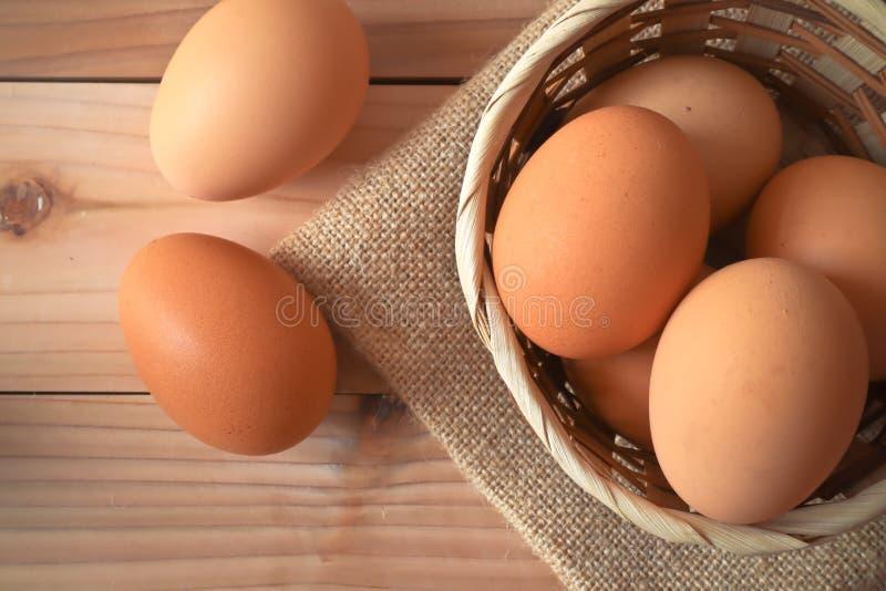 Uova per l'alimento di prima colazione nella cucina fotografie stock libere da diritti