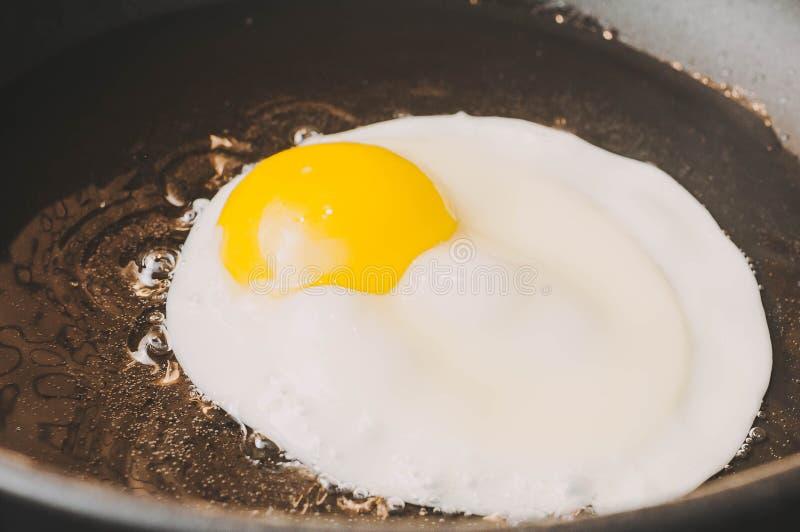 Uova rimescolate come la prima colazione perfetta per una dieta equilibrata sana fotografia stock