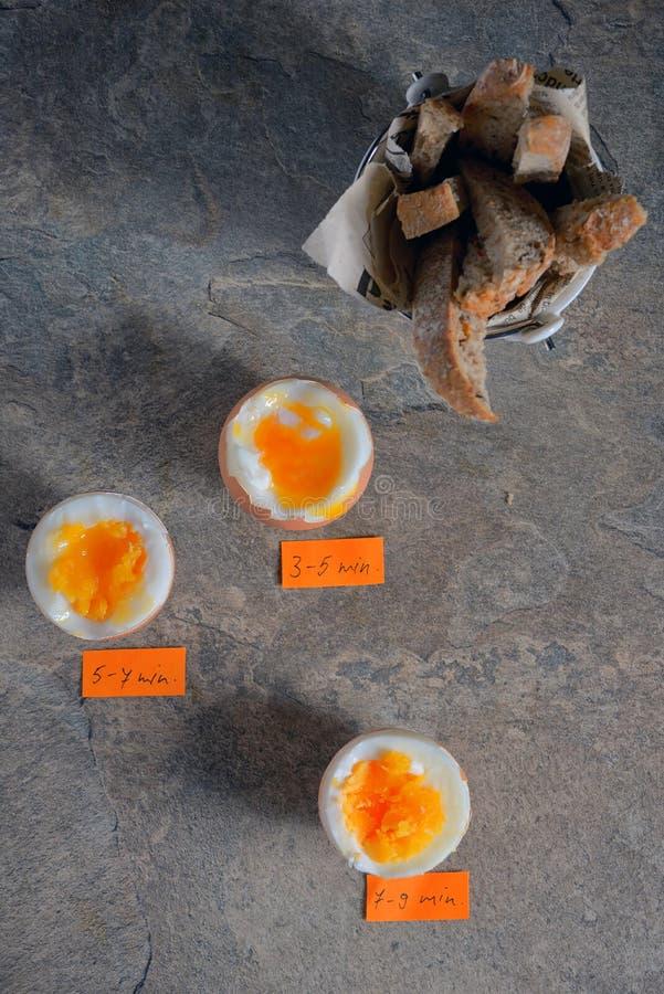 Uova sode entro il minuto fotografie stock libere da diritti