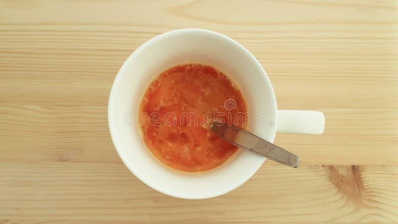 Uovo à la coque in una tazza fotografia stock