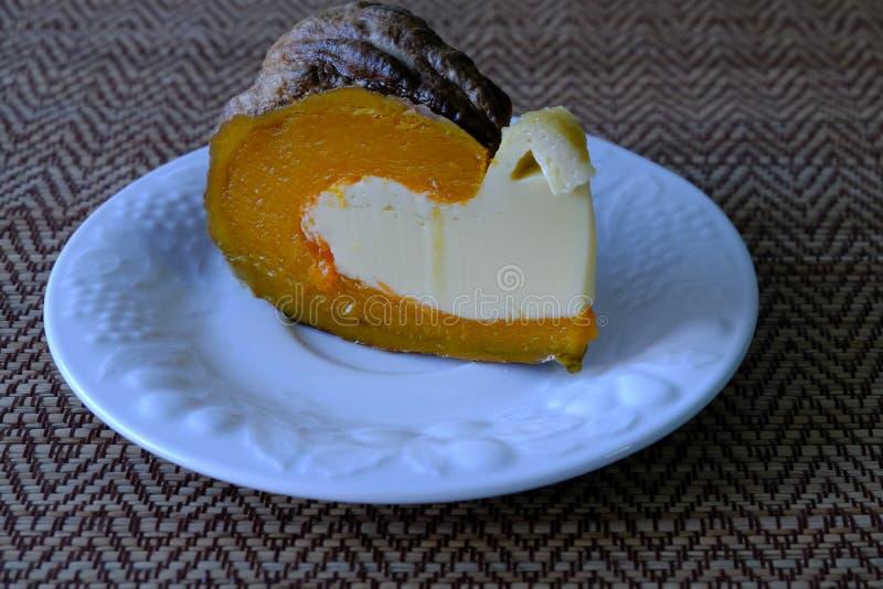 Uovo cotto a vapore della crema in zucca, fotografia stock