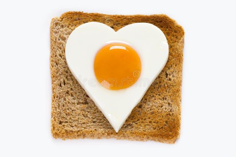 Uovo cucinato su pane tostato fotografia stock libera da diritti