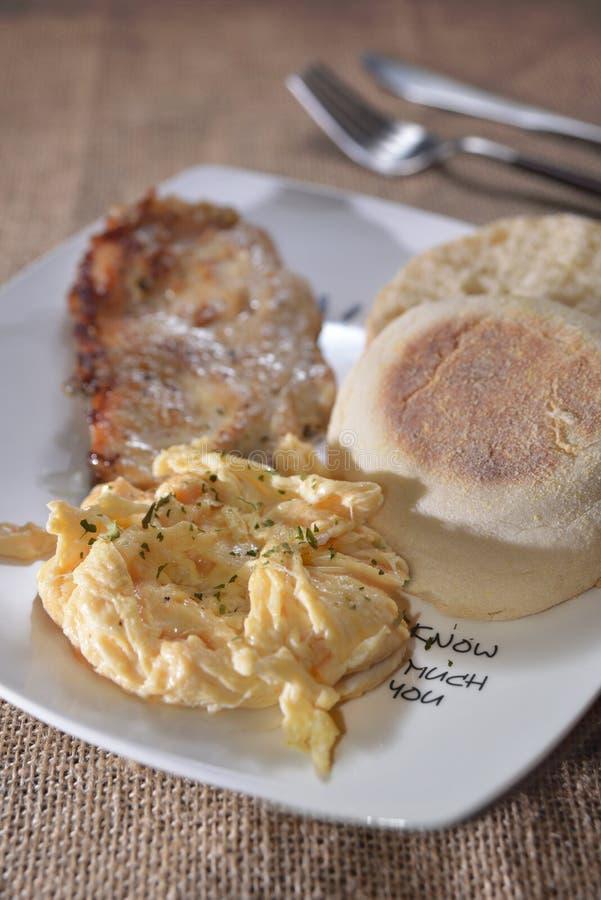 Uovo della carne di scalata del muffin immagini stock libere da diritti