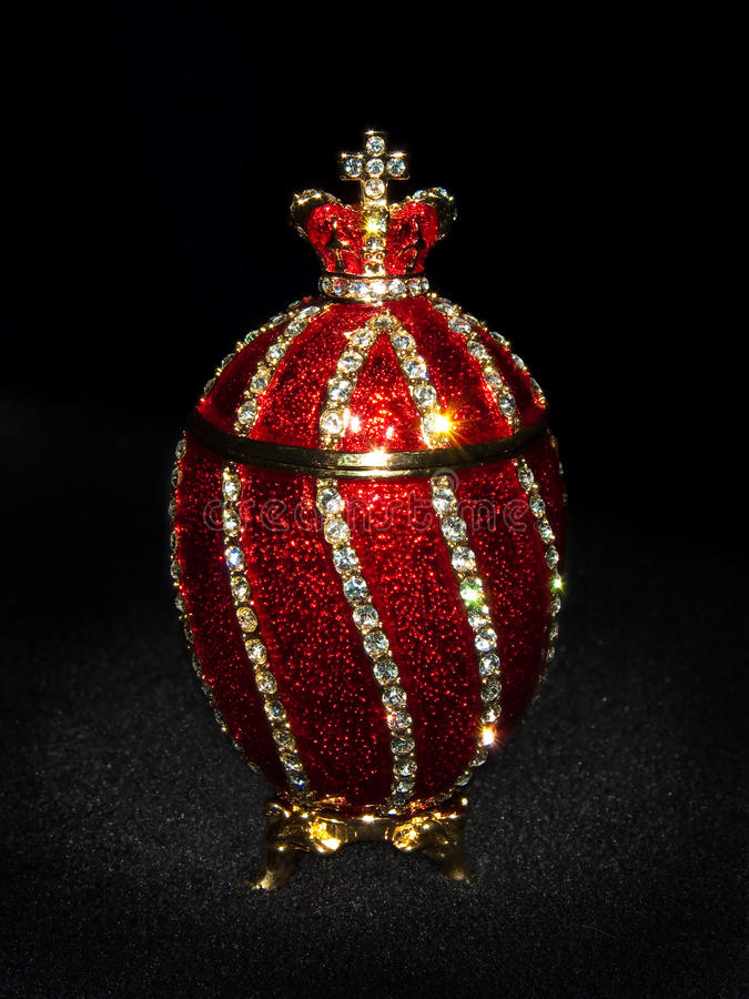Uovo di Faberge nel nero fotografie stock libere da diritti