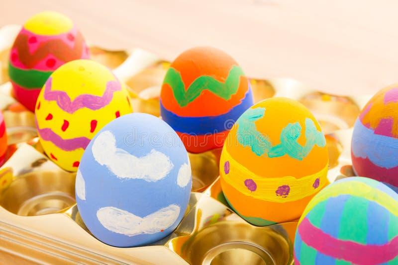 Uovo di Pasqua dipinto bambino fotografia stock