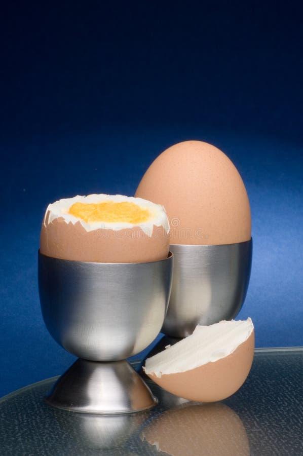 Uovo e portauovo immagini stock