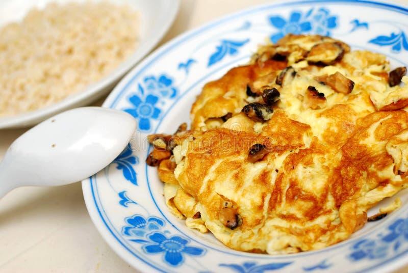 Uovo fritto o rimescolato con riso immagini stock libere da diritti