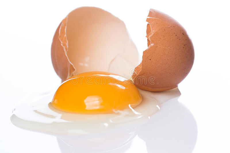 Uovo incrinato fotografie stock