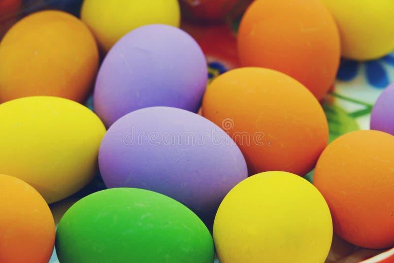 Uovo salato variopinto del fondo dell'estratto al mercato della Tailandia immagine stock