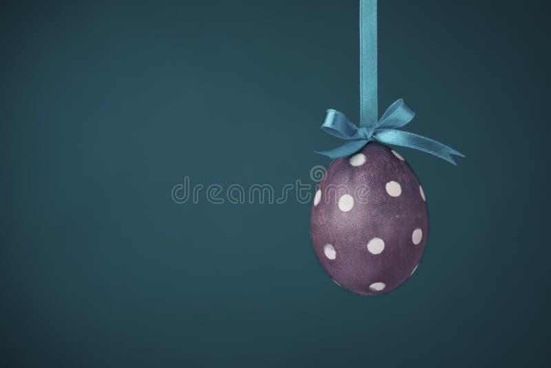 Uovo viola Funky del Polka-puntino fotografie stock