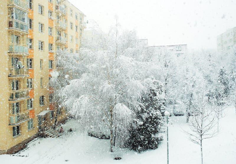 upadek kolei sylwetki ślady śnieżni szkolą niejasnego zdjęcie stock