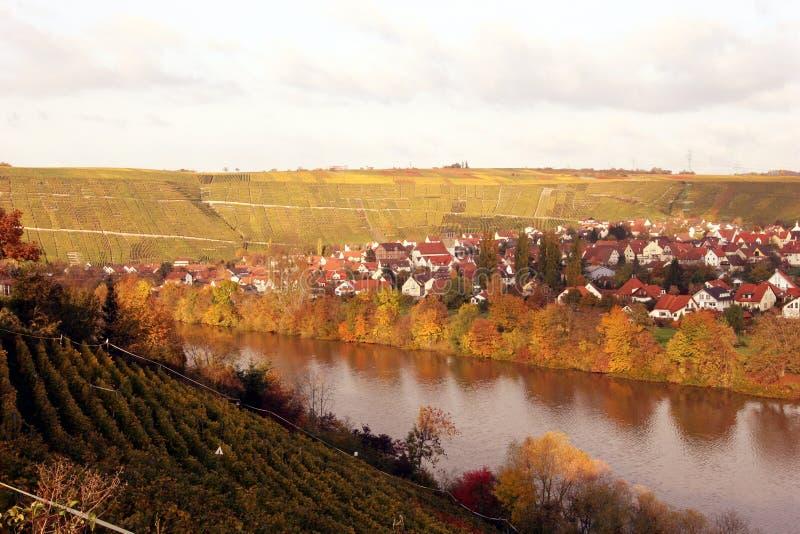 Download Upadek winnica wioski zdjęcie stock. Obraz złożonej z rzeka - 36704