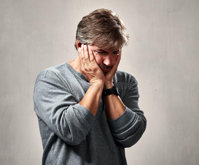 Upakarzający smutny mężczyzna zdjęcia stock