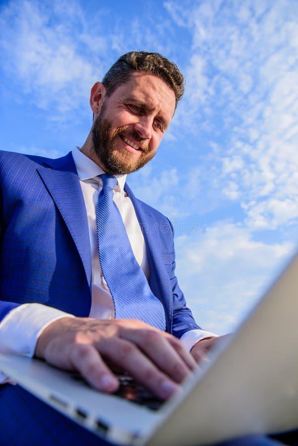 Upewniał się twój emaili jest jak ciepły i osobisty jak ewentualny lepiej wynika używać obyczajowych zmiennów dla nawet obraz stock