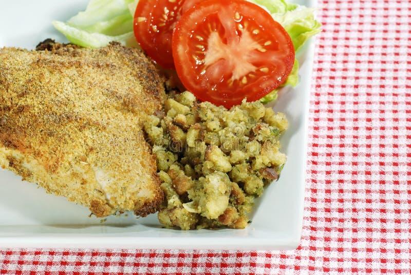 upiec pierś kurczaka na kolację zdjęcia stock